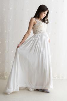 ウエディング風ノースリーブドレス